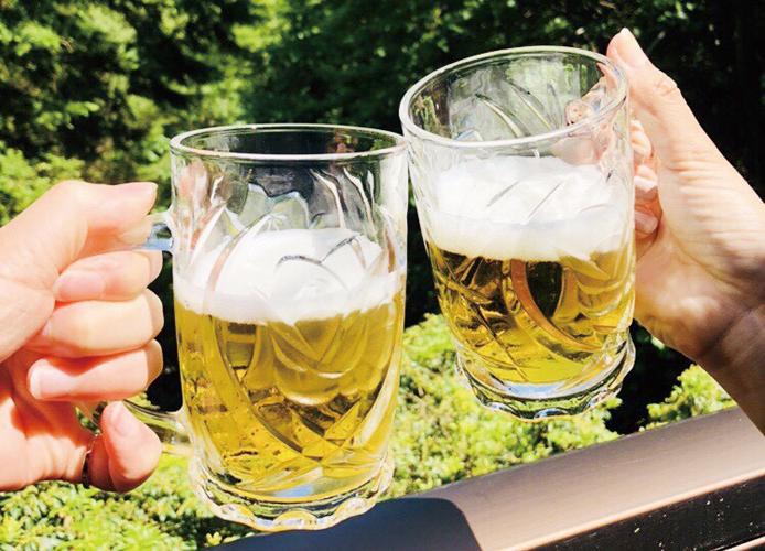 静城産業の保養所 「静荘」ビールで乾杯