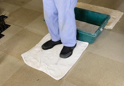 退室時の靴底の消毒