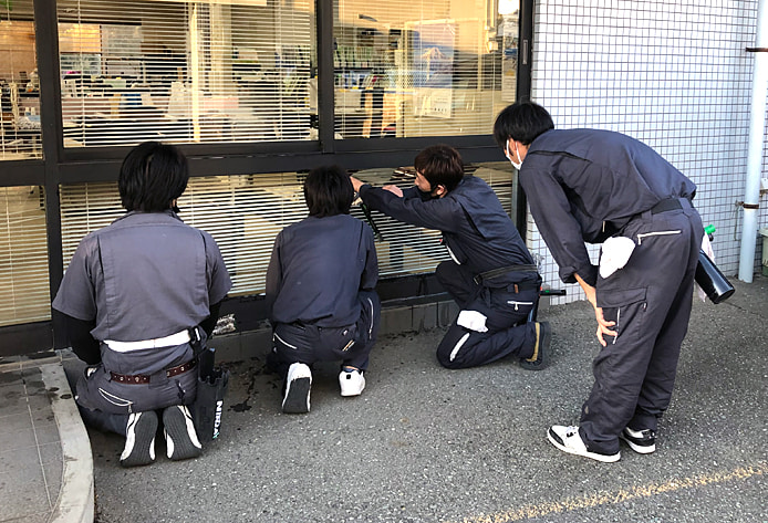 窓掃除の静城産業社内研修の様子